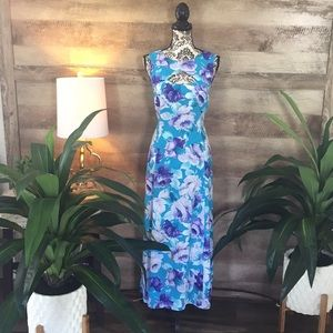 Dresses & Skirts - Stunning Floral Cutout Front/Back Maxi Dress